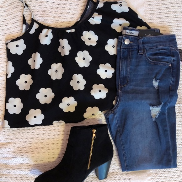 Rue21 Tops - Flower Patterned Sleeveless Cropped Top